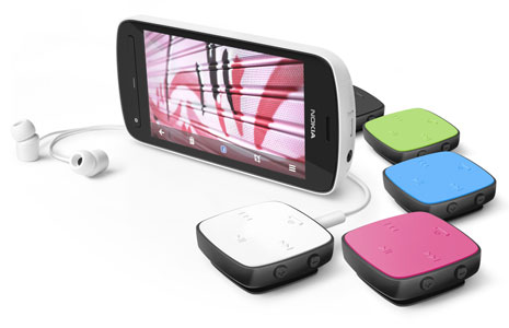 Nokia-808-PureView-and-BH-221-group