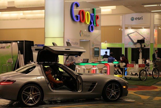 google-maps-in-the-mercedes-benz-sls-amg-photo-gallery-2