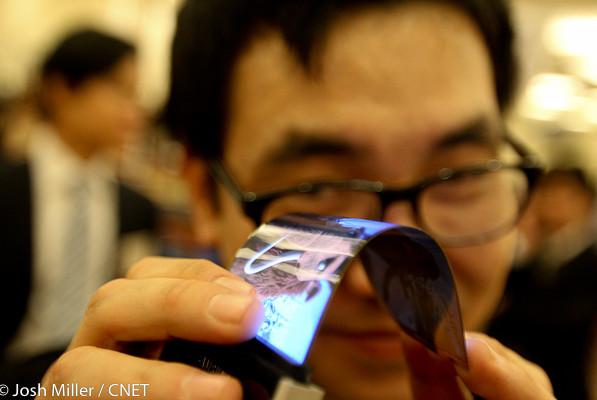 Samsung на CES 2013 покажет гибкий дисплей для смартфонов