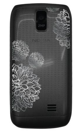 Nokia представила серию Asha Charme