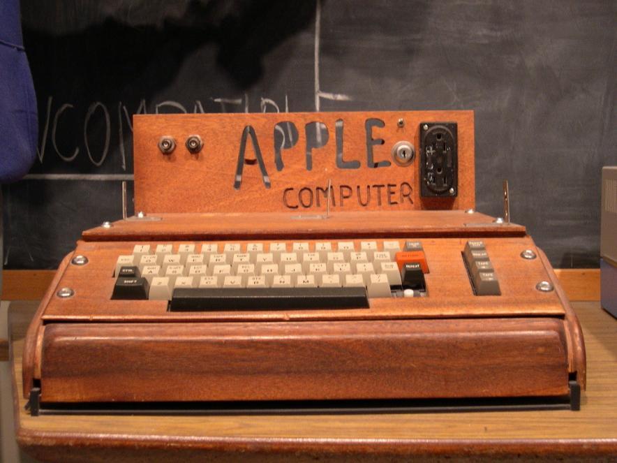 Первый компьютер Apple продали за невероятные деньги