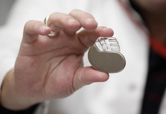 Магнит в iPad выключает вживлённые дефибриляторы