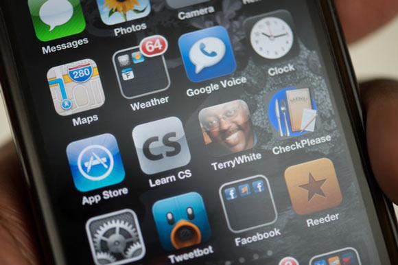 Как пользователи iOS и Android ежедневно используют свои смартфоны