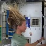 Вам интересно как происходит мытье волос в космосе?