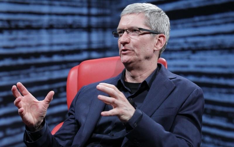 Тим Кук отметил хорошие продажи iPhone в России