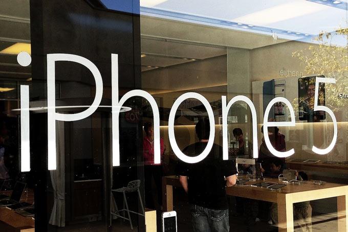 Нелегкая судьба iPhone в России: новая схема продаж