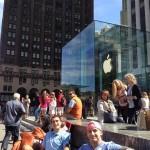 Люди уже выстраиваются в очереди за новыми iPhone