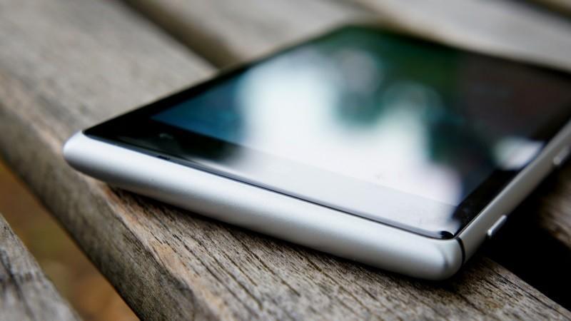 Nokia Lumia 925 зарядили за несколько секунд при помощи молнии