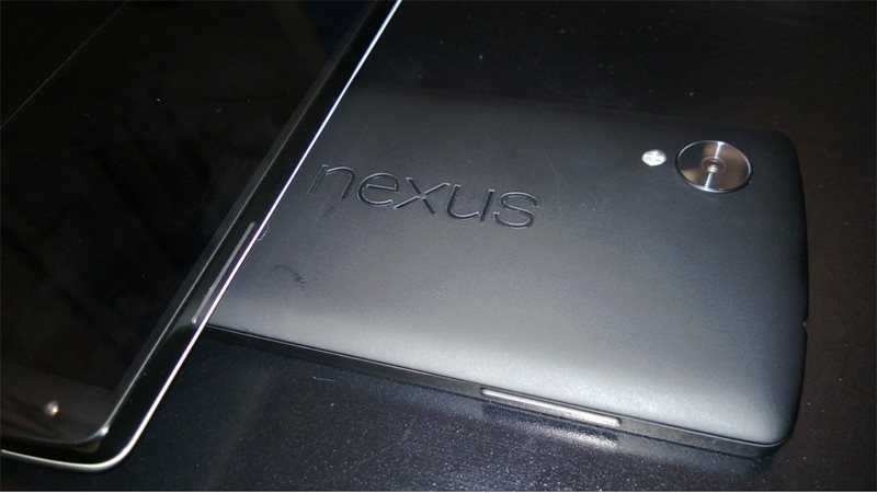 Google Nexus 5 в белом цвете