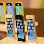 В России начинаются продажи Apple iPhone 5s и iPhone 5c