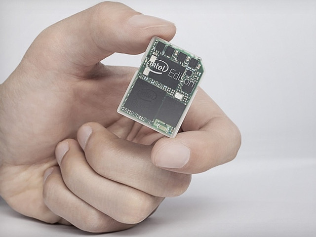 Intel представила компьютер размером с карту SD