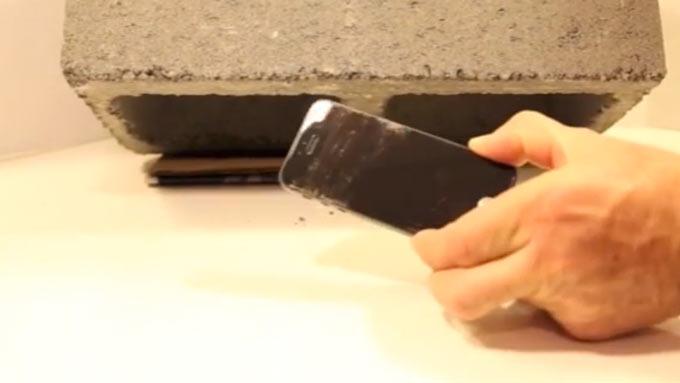 Наглядная демонстрация прочности дисплея iPhone, защищенного сапфировым стеклом