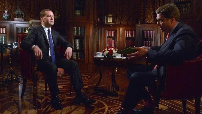 """Маразм крепчал и дальше: """"Интернет был проектом американской оборонки"""", - Медведев"""