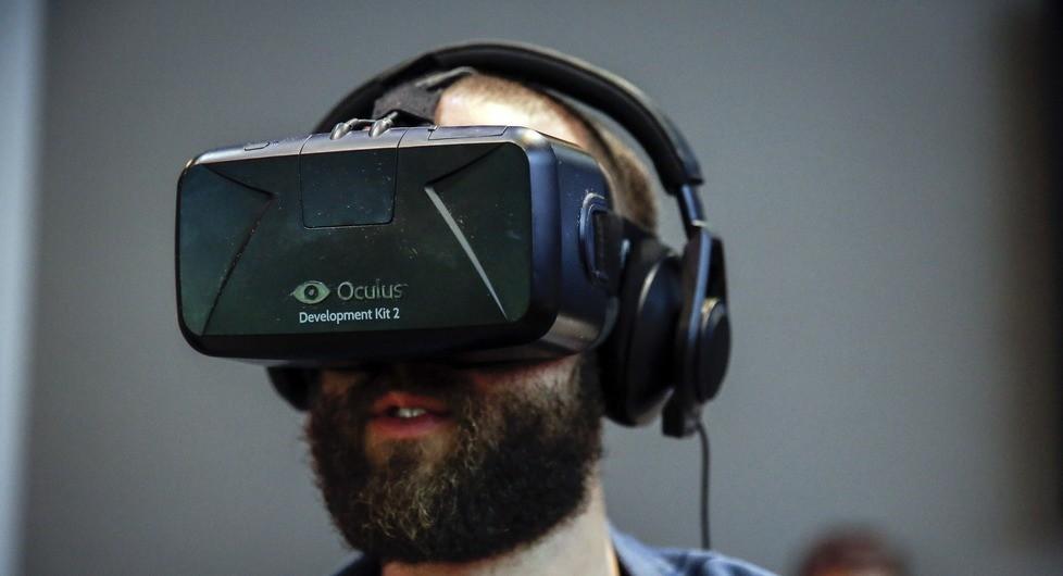 Facebook договаривается с Голливудом о фильмах для очков виртуальной реальности