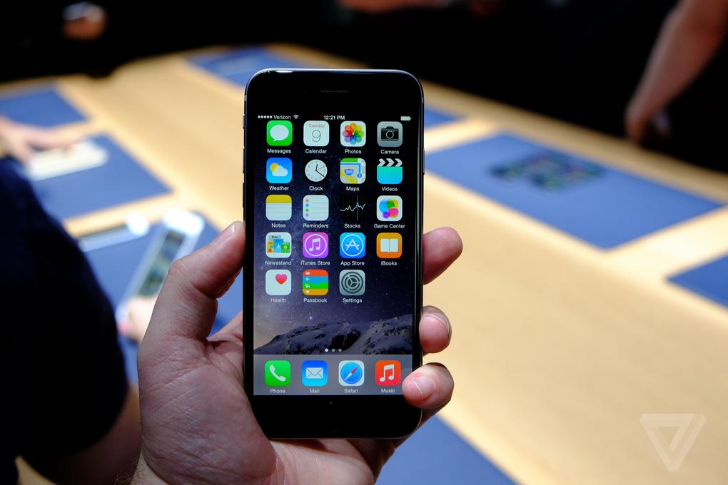 Первый взгляд на iPhone 6