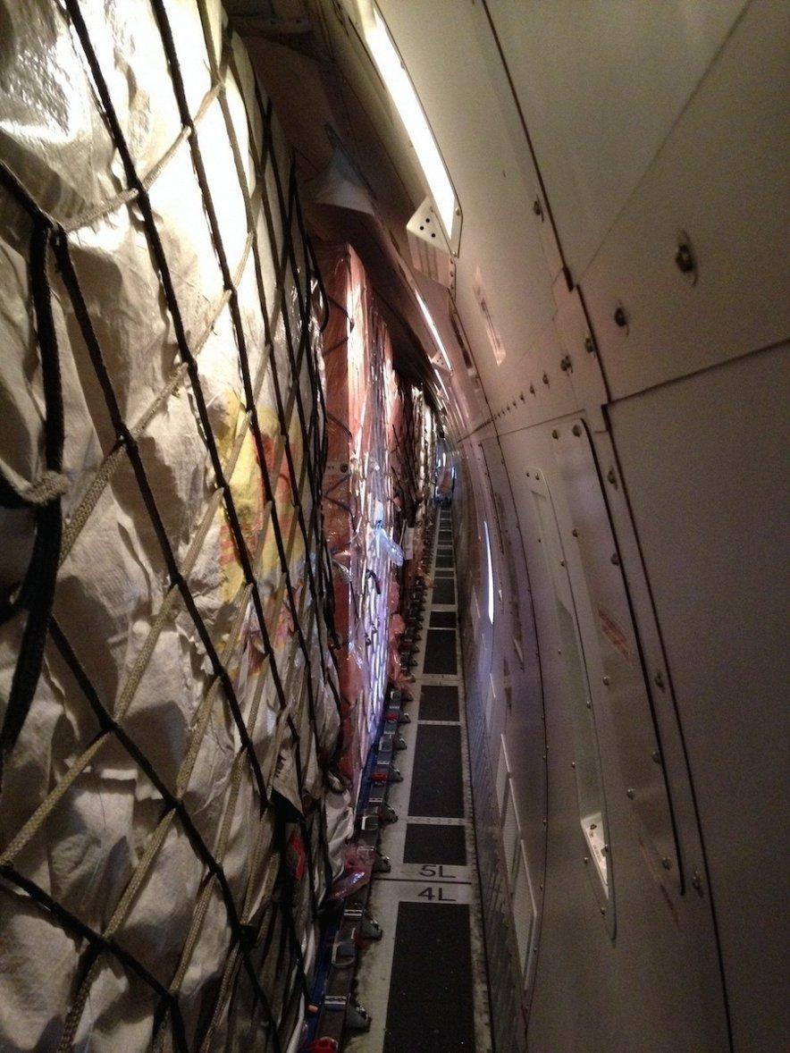 Из Китая летят самолеты, забитые тоннами iPhone 6