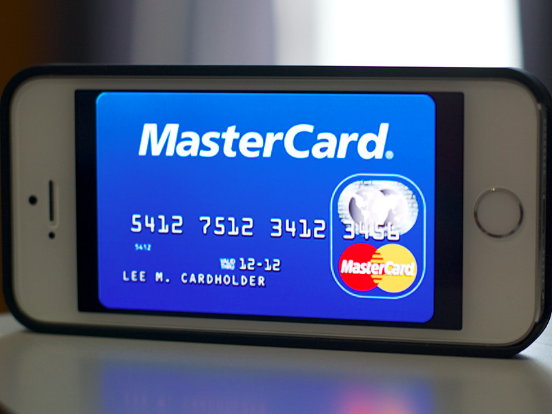 В iPhone поселятся Visa и MasterCard