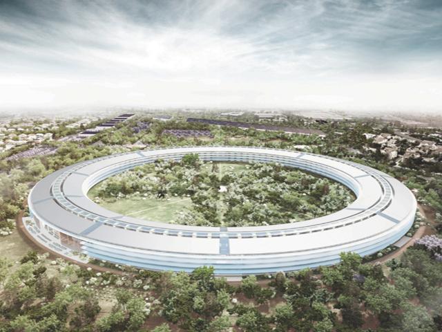 """Летающий робот заснял на видео """"космический"""" кампус Apple"""