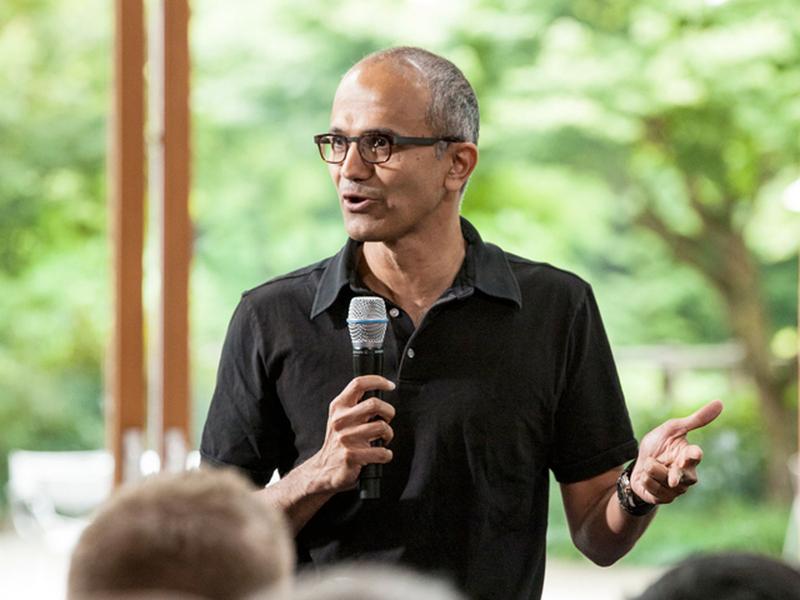 Глава Microsoft извинился за слова о женских зарплатах