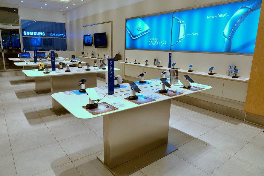Доля Samsung на рынке смартфонов стремительно падает