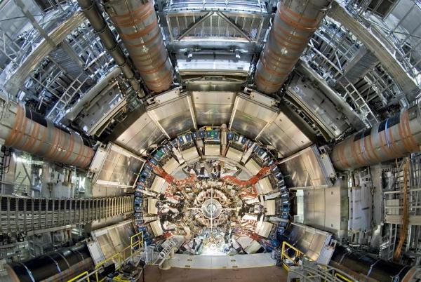Большой адронный коллайдер поможет найти параллельные вселенные