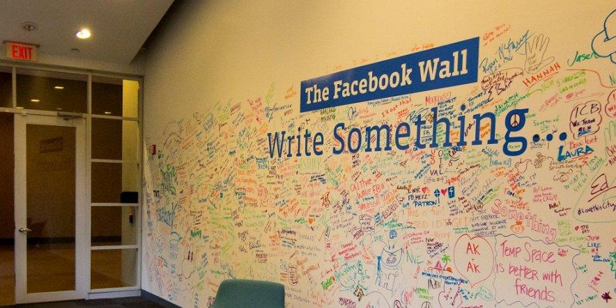 Роскомнадзор напугал Google, Facebook и Twitter голой жопой