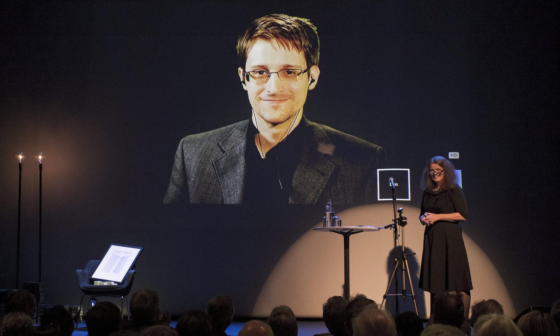 Сноуден раскритиковал русских за контроль интернета