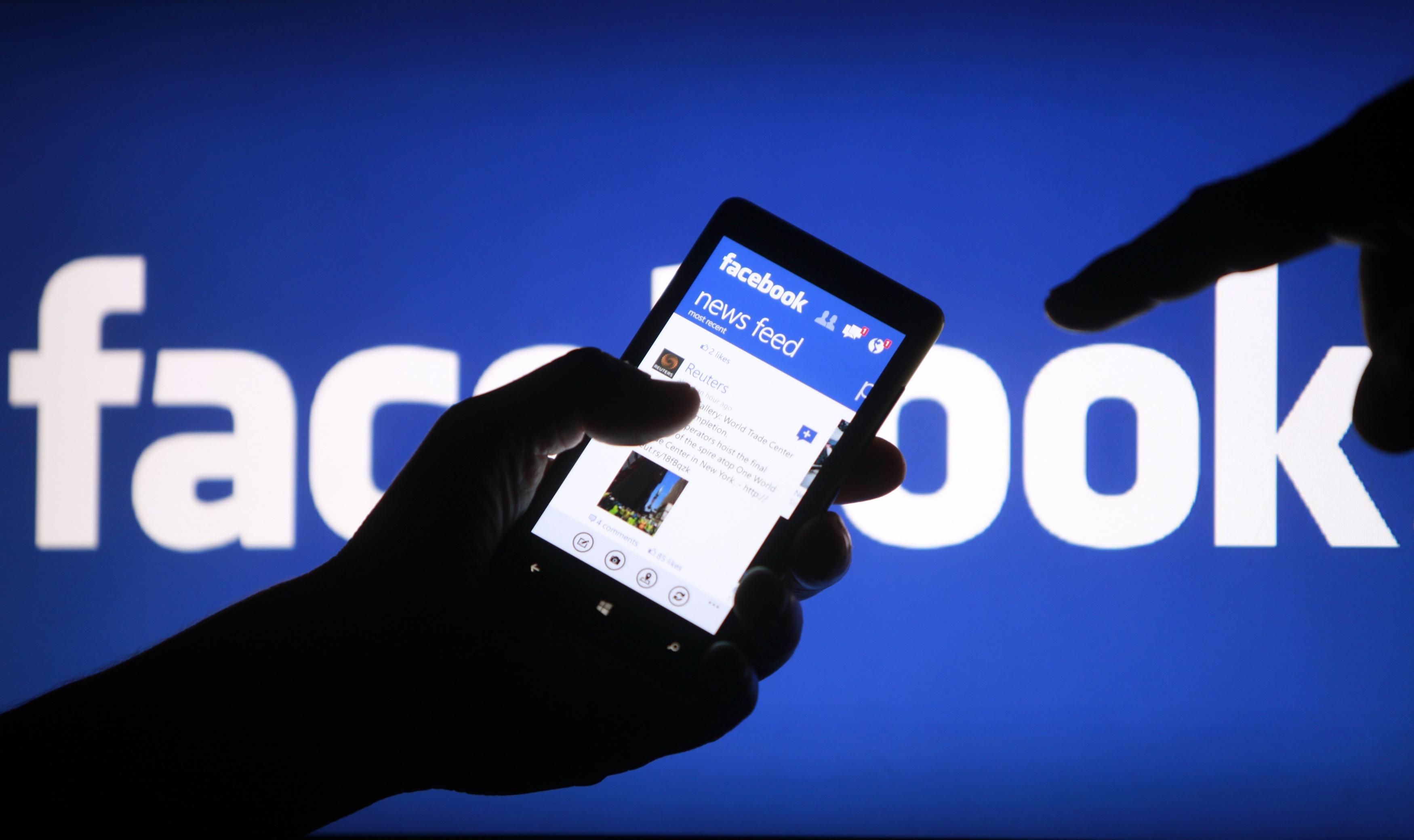 В Facebook по номеру телефона можно отследить его владельца