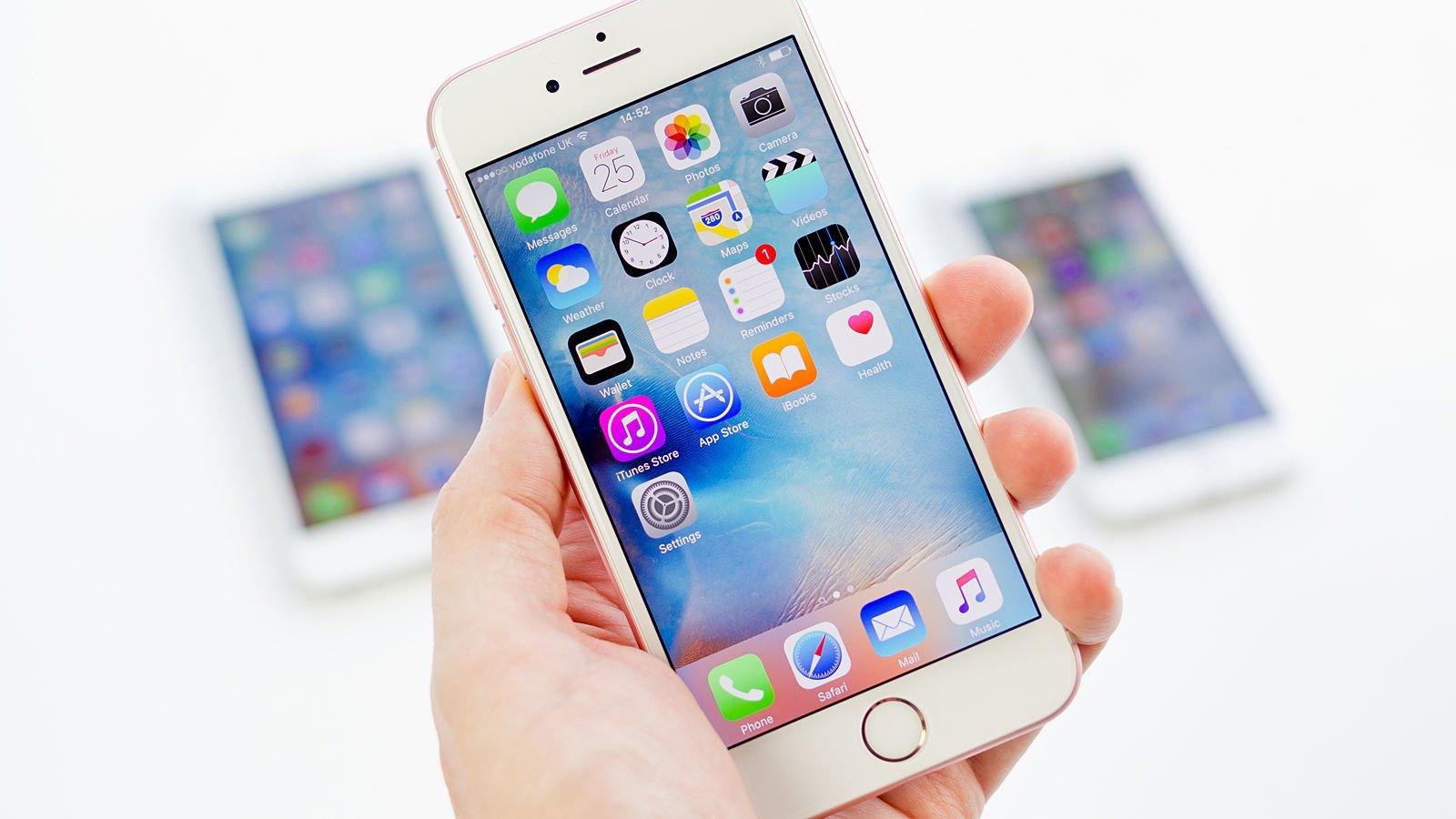 Apple пообещала решить проблему с батареей у iPhone 6s и 6s Plus