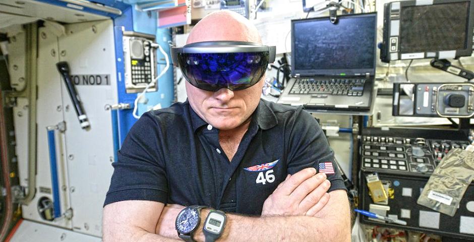 Астронавт испытал Microsoft HoloLens на борту МКС