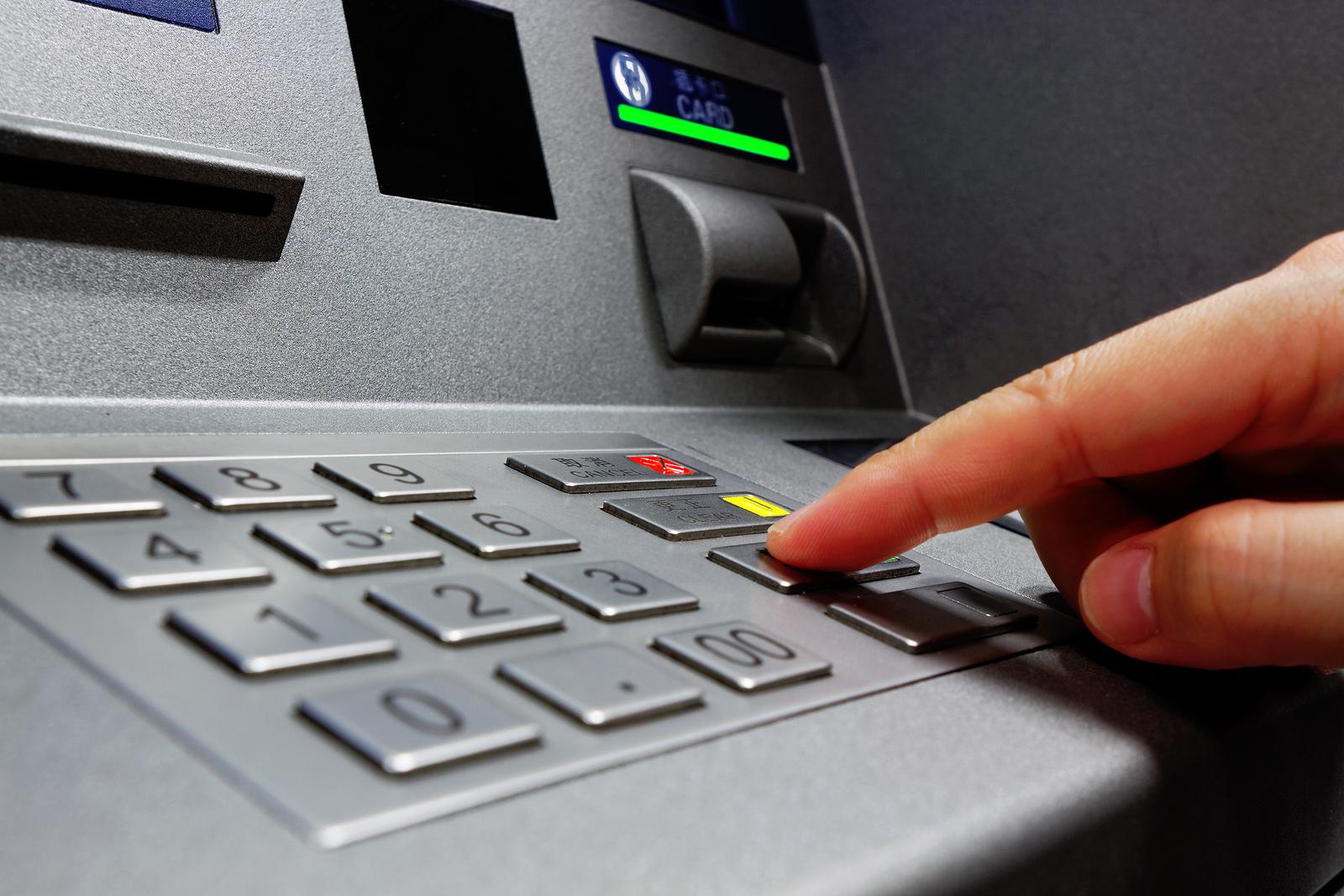 Apple Pay все ближе подбирается к банкоматам