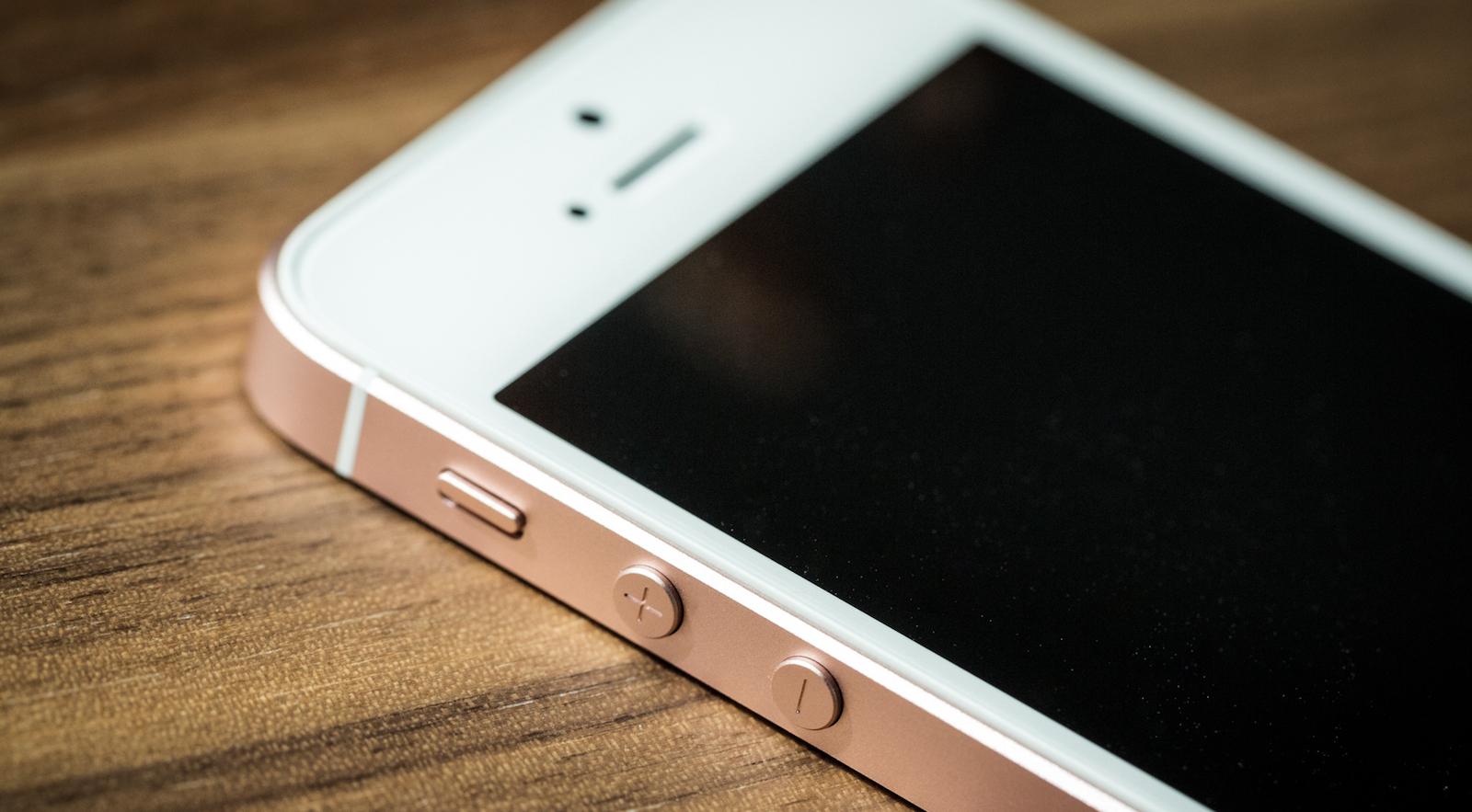 iPhone SE: «малыш» оказался с характером
