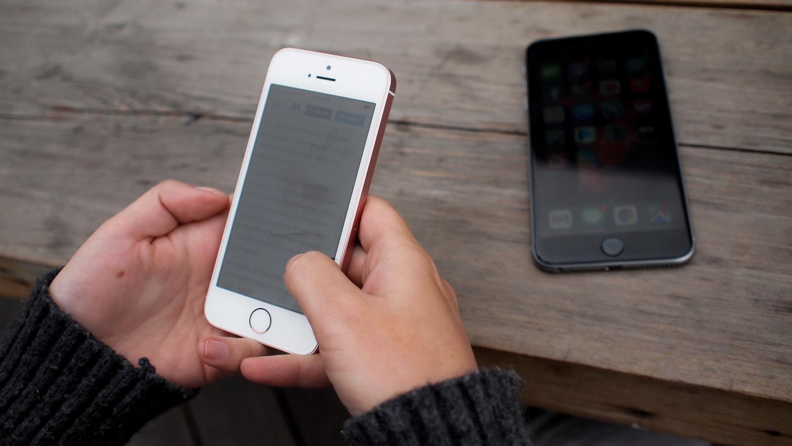 Популярность iPhone SE держит на плаву всю линейку
