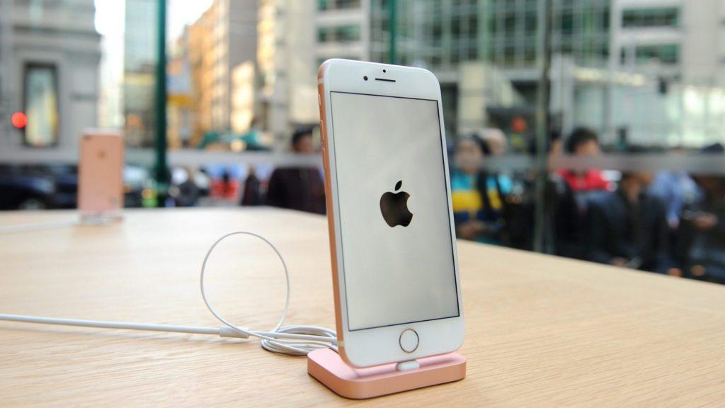 Почему iPhone за 1000 долларов невыгоден самой Apple