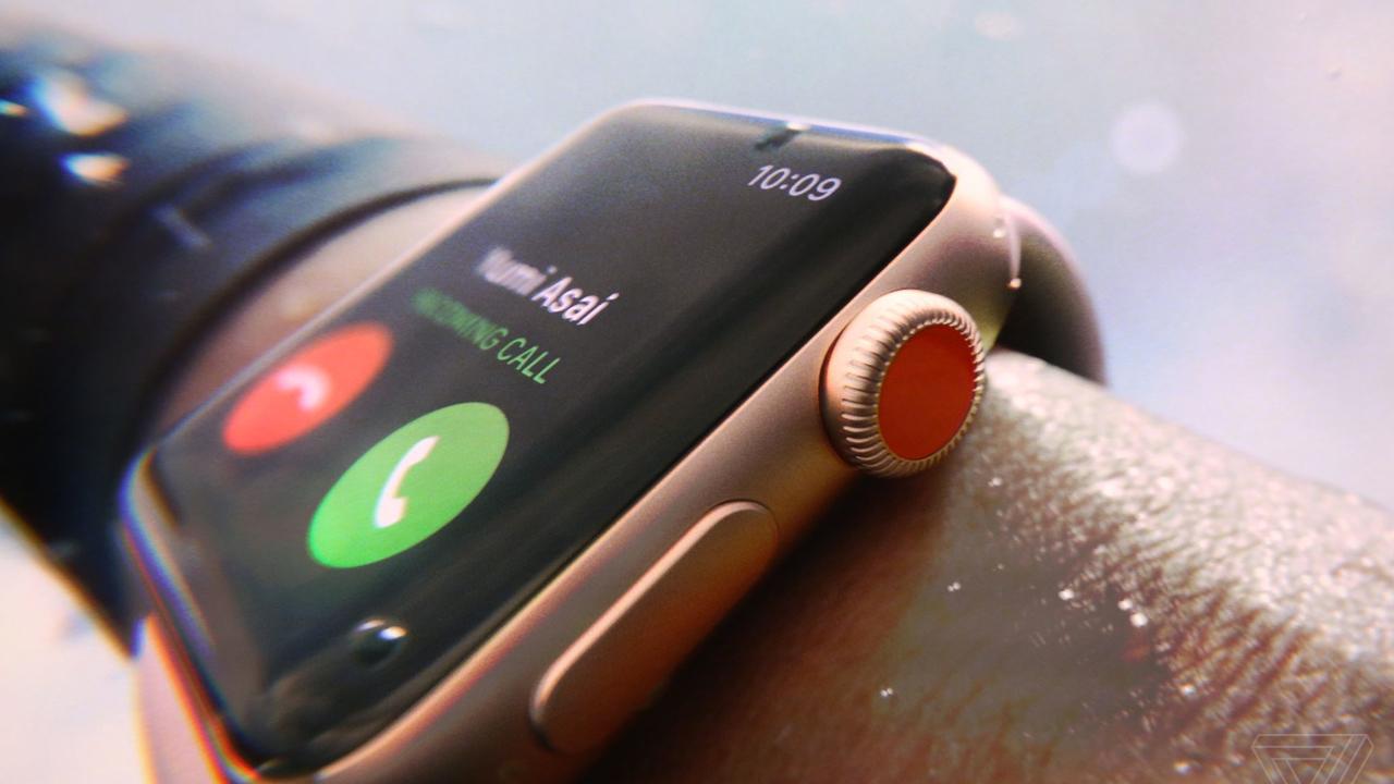 """Apple показала """"умные"""" часы с сотовым модулем"""