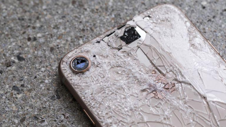 Замена заднего стекла iPhone 8 стоит как новый iPhone SE