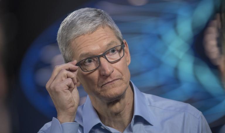 Владельцы iPhone X жалуются на перманентную зеленую линию на экране