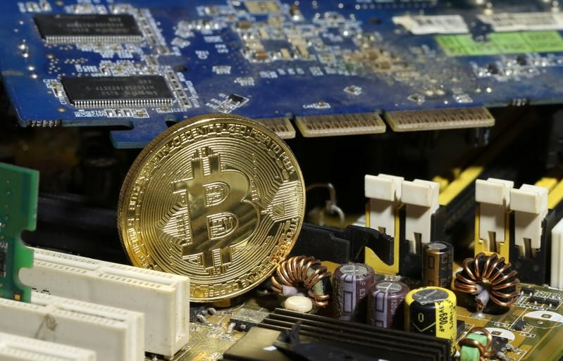 Сегодня стартовали торги биткоин-фьючерсами. Что это значит?