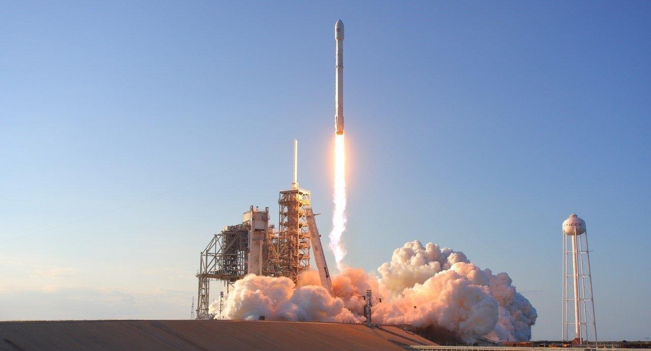 Кому бесплатный интернет? Благодаря спутникам SpaceX он станет реальностью