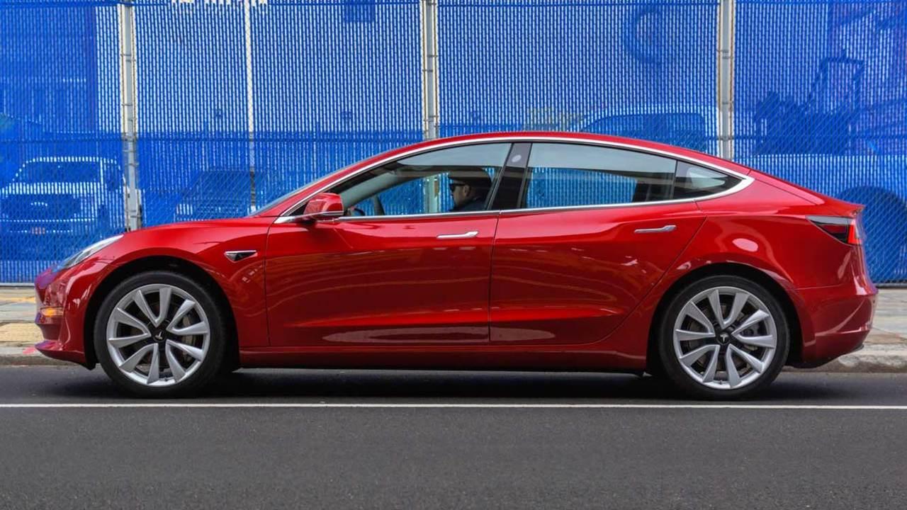 """Илон Маск объяснил, когда сможет выпустить """"дешевую"""" Tesla"""