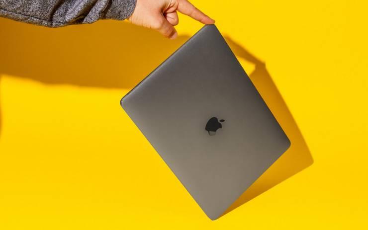 У топовых MacBook Pro оказалась не топовая производительность: они перегреваются и страдают от троттлинга