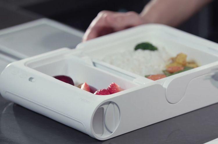 Украинский стартап Neoven создал портативную печь, в которой можно разогреть еду, не покидая рабочего места