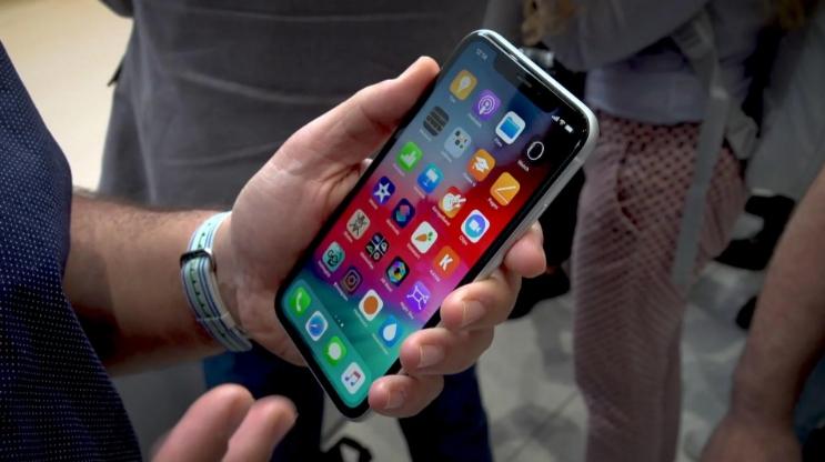 Huawei раскрыла дизайнерские недостатки iPhone XR