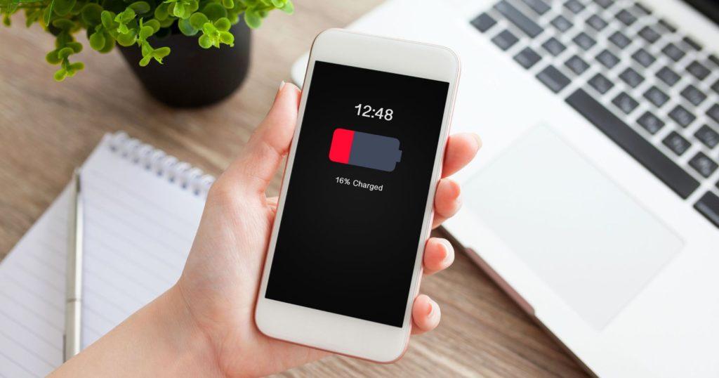 Найдена причина низкой автономности устройств на iOS 12